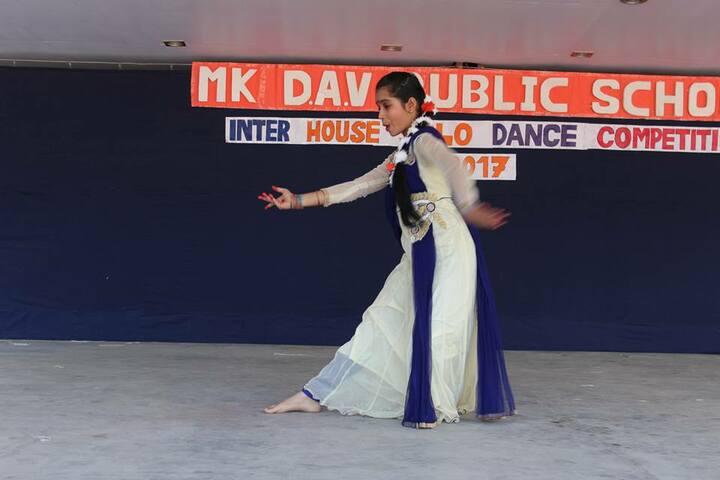 M K Dav Public School-Dance Competition