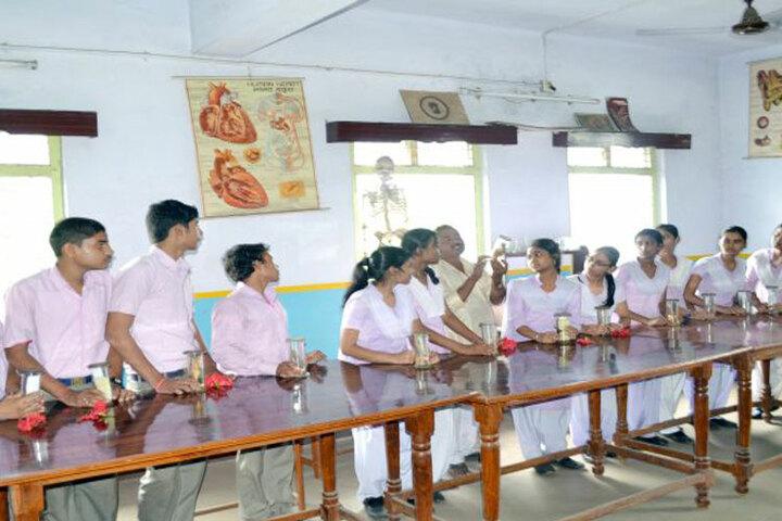 Saraswati Shishu Mandir-Physics Lab