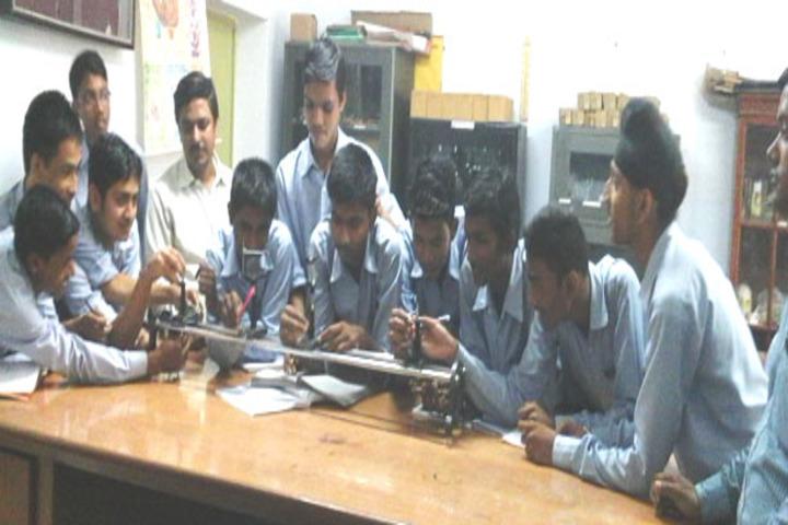 Shiksha Niketan-Physics Lab