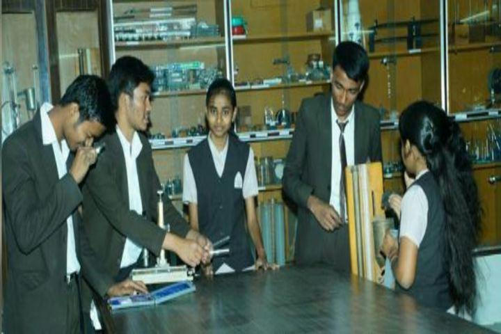 Vivek Vidyalaya-Physics Lab