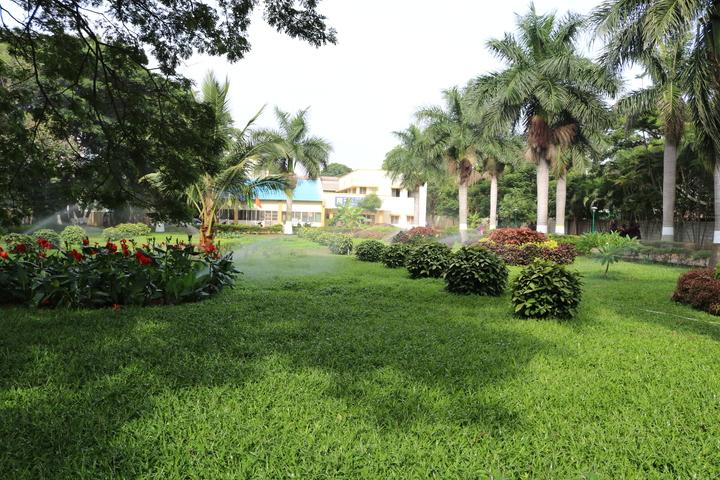 B E L School-Garden