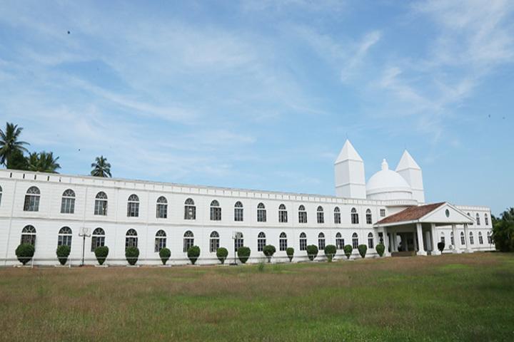 Cambridge School-Campus