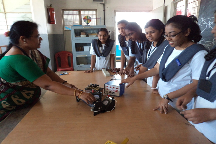 Green Valley English School-Physics Lab