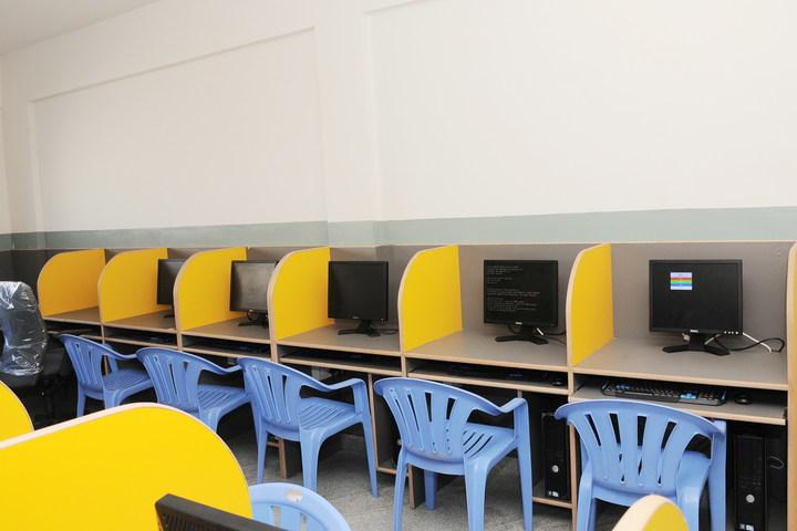 Janani Vidya Mandira-Computer Lab