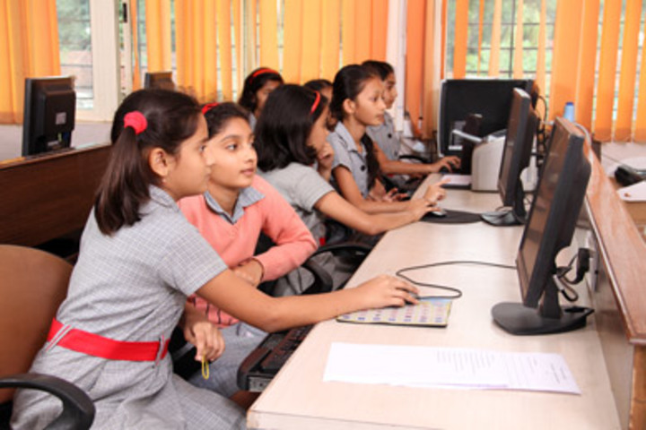 K L E  International School-Computer Lab