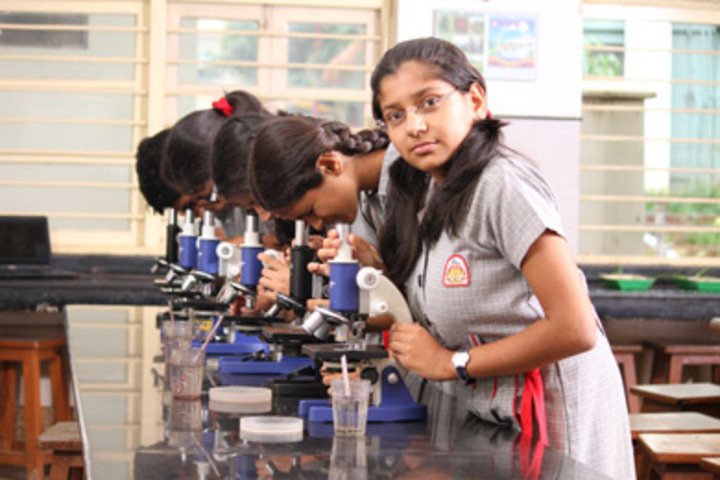 K L E  International School-Science Lab