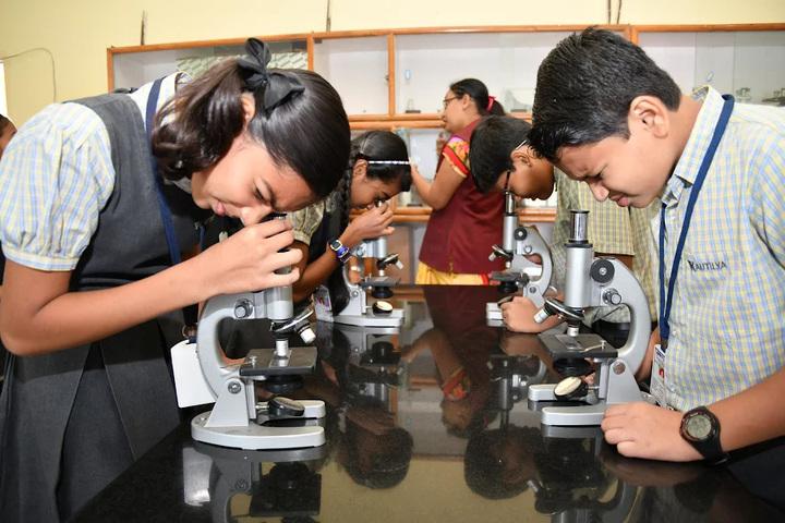 Kautilya Vidyalaya-science lab