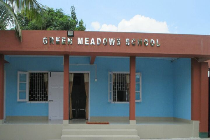 Green meadows school-School building