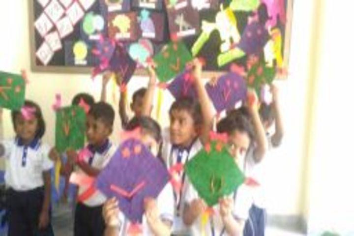 Maruthi Vidyalaya-Kite Making