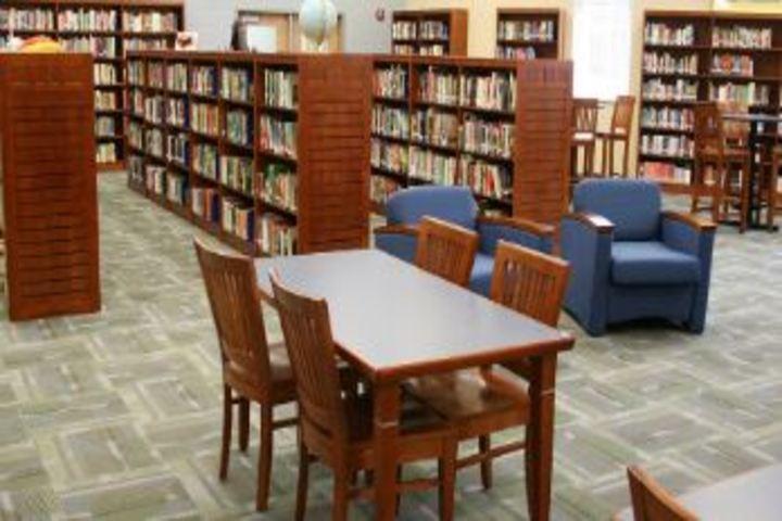 Shikshkarni Central School-Library