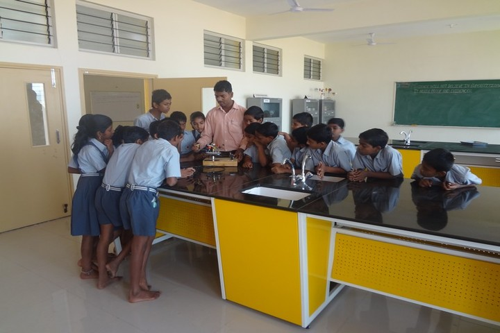 Shri B T Patil Memorial Nandi International Residential School-Physics Lab