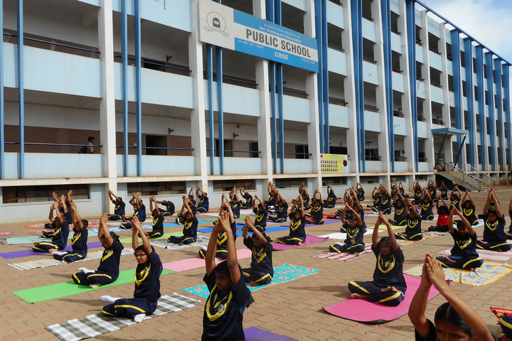 Smt Drakshayani Kalyanshettar Public School-Yoga