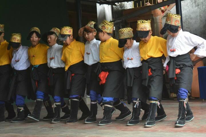 Sos Tibetan Childrens Village-Dance