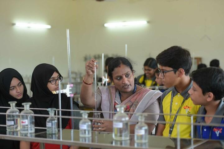 The Yenepoya School-Chemistry Lab