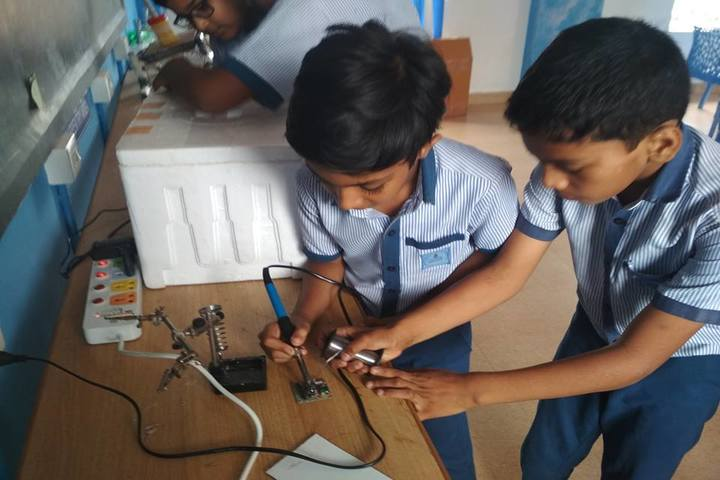Al Haramain English School-Laboratory