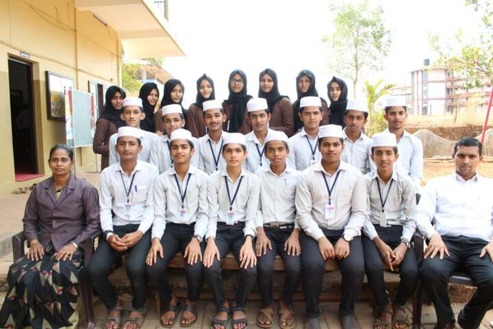 Al Maquar English Medium School-Group Photo