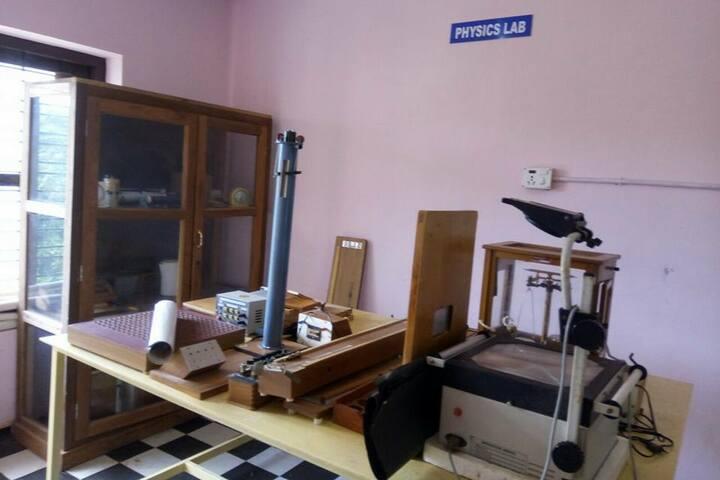 Alpha Public School-Physics Lab