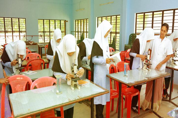 Amal English School-Biology Lab