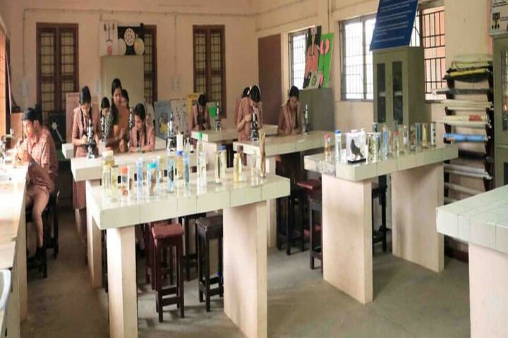 Amrita Vidayalayam-Biology Lab