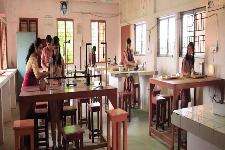 Amrita Vidayalayam-Physics Lab