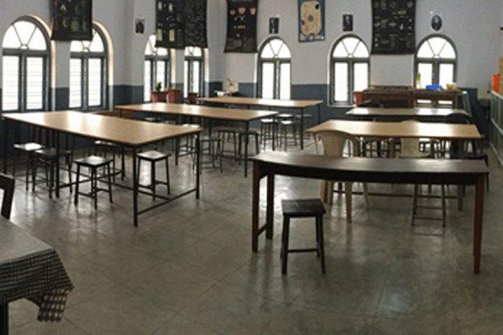 Bharatiya Vidya Bhavan School-Biology Lab