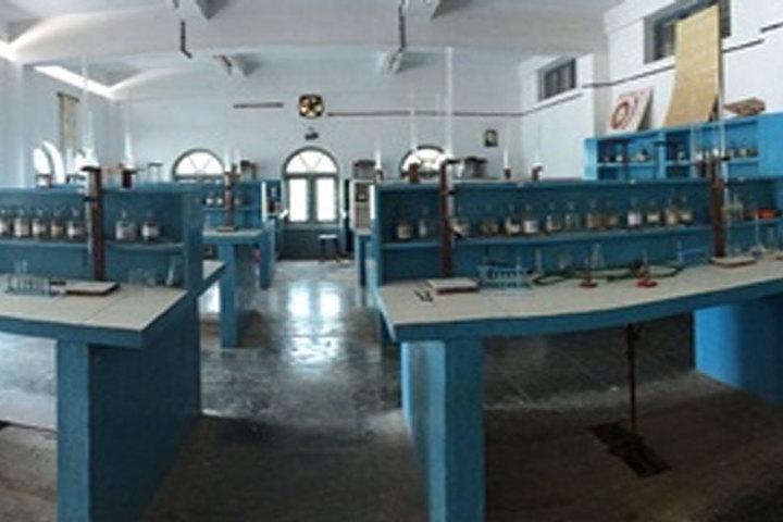 Bharatiya Vidya Bhavan School-Chemistry Lab