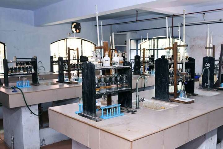 Bharatiya Vidya Bhavan Senior Secondary School-Chemistry Lab