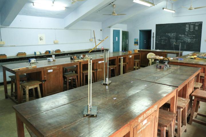 BhavanS Newsprint Vidyalaya-Physics Lab