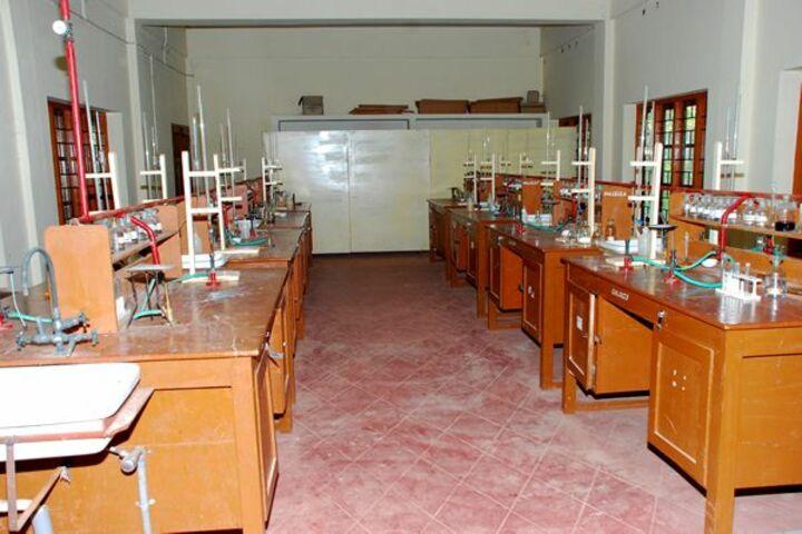 Chinmaya Vidyalaya-Chemistry Lab