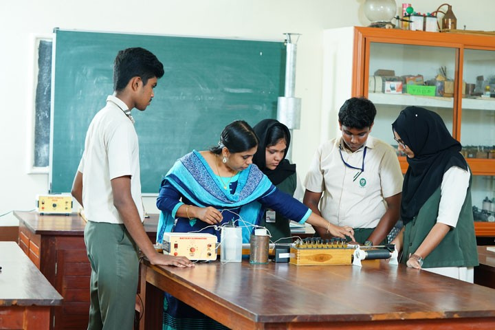 Christava Mahilalayam Public School-Lab
