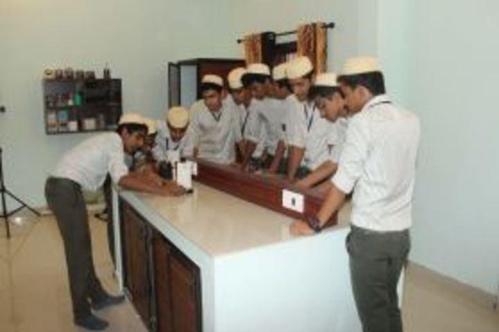 Darul Hudda Endlish Medium School-Physics Lab