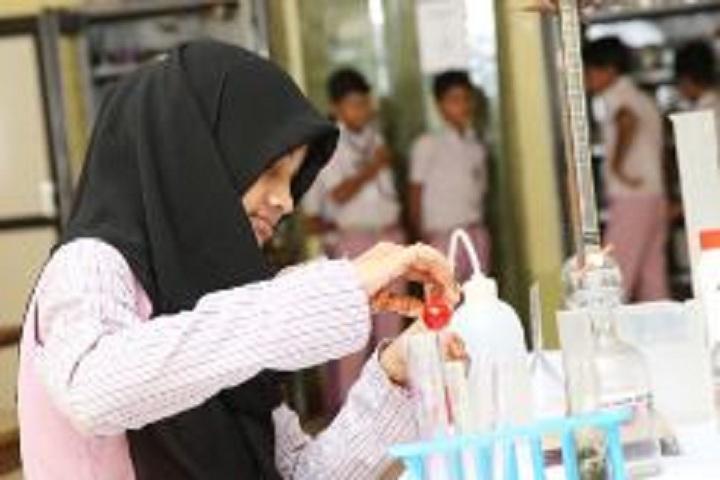 Hira Public School-Chemsitry lab