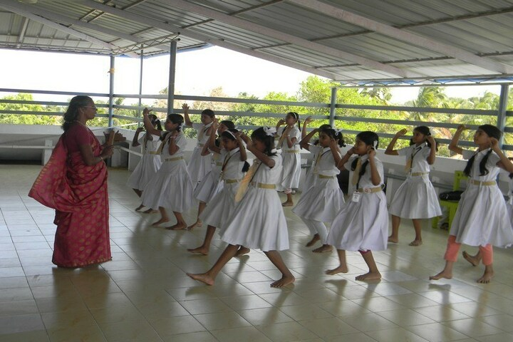 Holy Innocents Public School-Dance Class