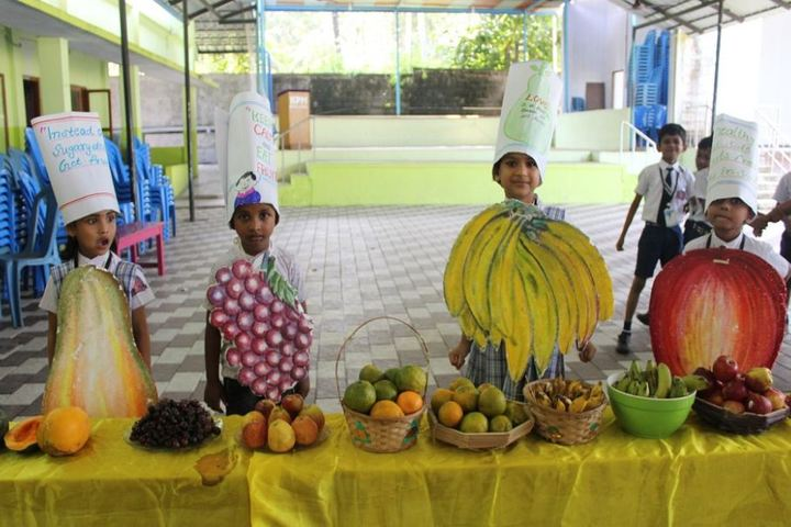 K P M Model School-Fruit Fest