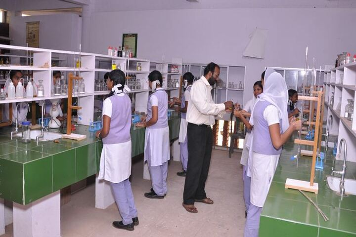 Kaviattu English Medium School-Chemistry Lab