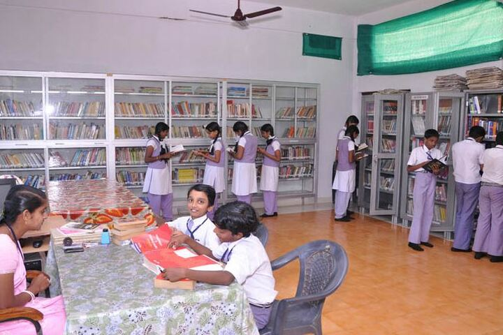 Kaviattu English Medium School-Library