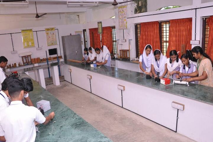 Kaviattu English Medium School-Maths Lab