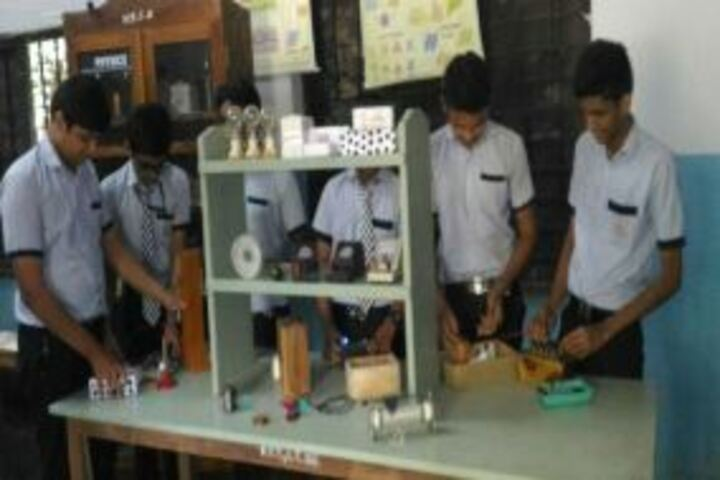 Koyyappathodi Darul Uloom English Medium School-Physics Lab