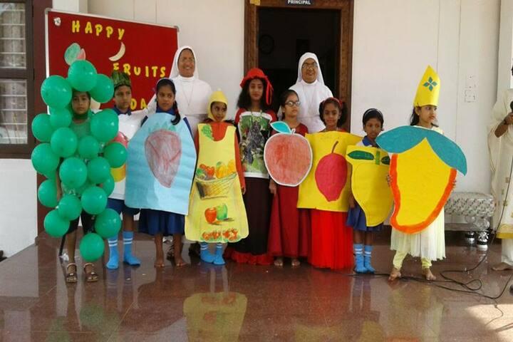 Lourdes Mata Central School-Fruits Day