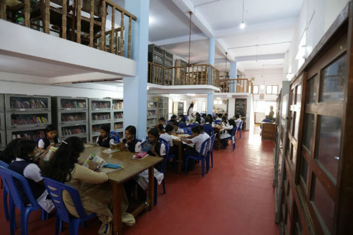 Mahatma Gandhi Memorial Model School-Library