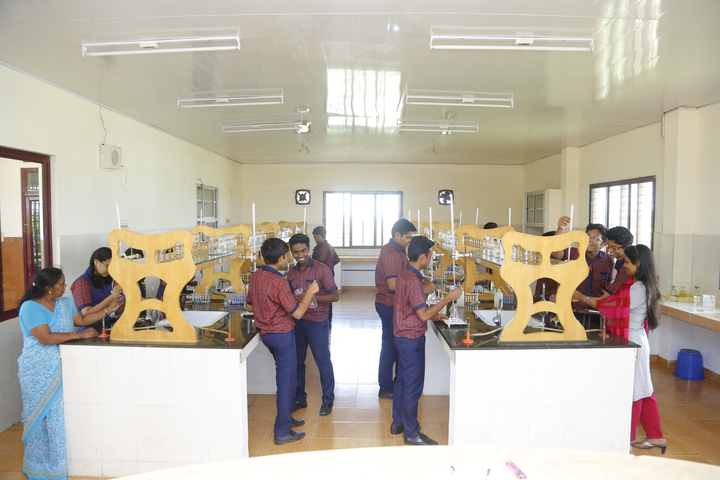 Mar Thoma Public School-Chemistry Lab