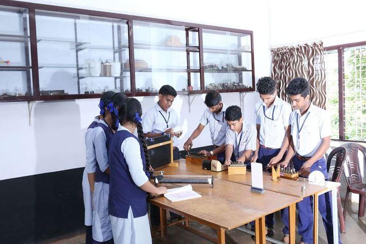 Saraswathy Vidyalayam School-Biology Lab