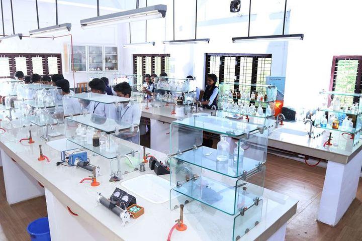 Saraswathy Vidyalayam School-Chemistry Lab