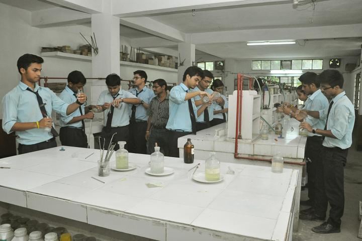 Shrimanta Shankar Academy-Chemistry Lab